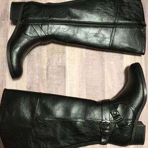 UNISA Wide Calf boots size 6